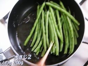豚ひき肉といんげんの炒め物