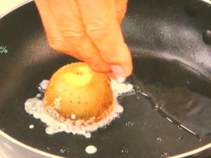 焼きキウイのアイスクリーム添え