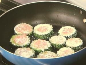 ゴーヤーの肉詰め焼き