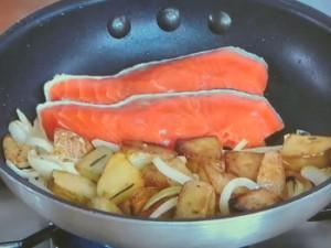 サケとキノコの蒸し焼き