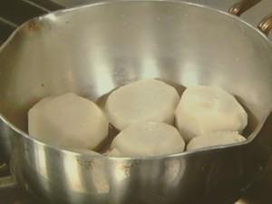 里芋のチーズみそ煮っころがし