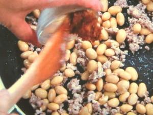 大豆とひき肉のみそ炒め
