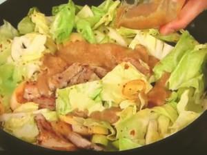 豚肉と春キャベツのゴマみそポン酢炒め