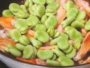 そら豆と鶏スペアリブのしょうゆ煮