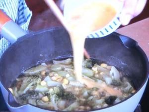 ブロッコリーとコーンのかきたまスープ