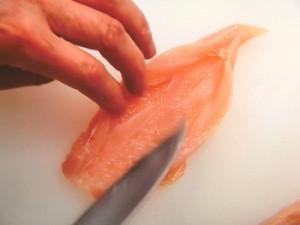 鶏ささ身の梅肉はさみ焼き