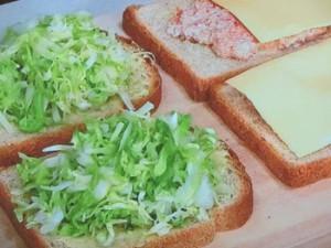 コンビーフとザワークラウトのホットサンドイッチ