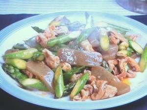 アスパラ、豚肉、こんにゃくのピリ辛炒め