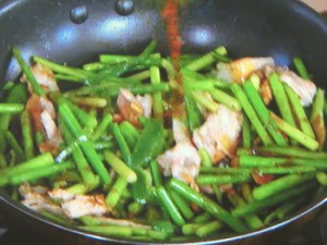 にんにくの芽と豚バラのオイスターソース炒め