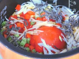冷凍トマトと夏野菜の炊き込みごはん
