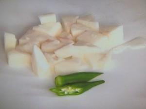 オクラと長芋の梅みそ汁