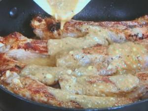 豚のスペアリブ ヨーグルトソース