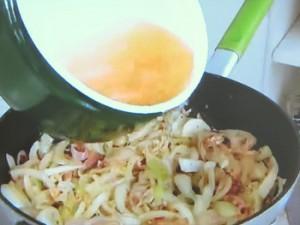 もこみち流 トロトロオニオンスープ 焼きトマトのせ