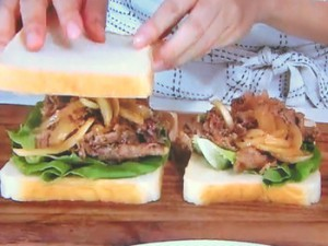 牛肉と玉ねぎの焼き肉風サンド