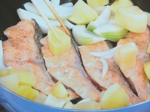フライパン1つ鮭のちゃんちゃん焼き