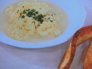 焼きにんにくのふわふわ卵スープ