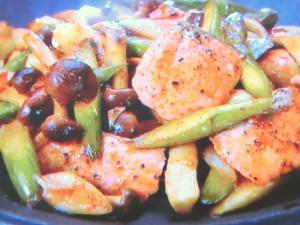 秋鮭とキノコのコクマヨ炒め