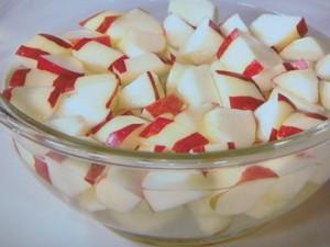 りんごとくるみのサラダ