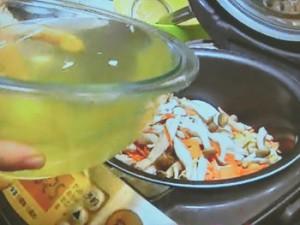 切干大根の戻し汁を使った炊き込みごはん