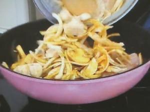 鶏とマッシュルームのカレークリームグラタン