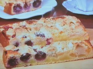 巨峰と洋梨のクランブルケーキ
