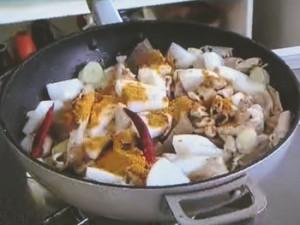 もこみち流 カレー風味のもつ煮込み