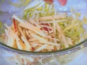 白菜とりんごのあえ物