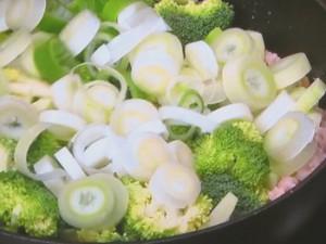 ブロッコリーと鶏ひき肉の卵焼き