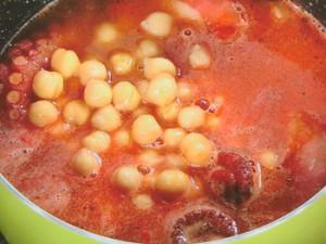 タコとひよこ豆の煮込み