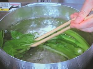 小松菜と塩ざけのごまあえ