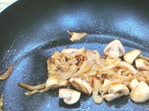 牛肉とマッシュルームのクリーム煮