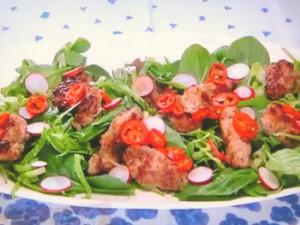 もこみち流 カリカリ豚ひき肉のサラダ