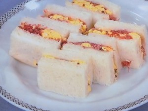 コンビーフと卵のサンド