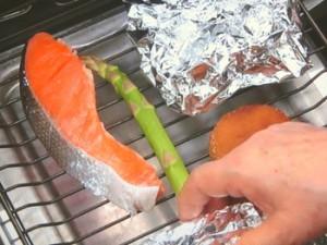 焼きざけと煮物の和風弁当