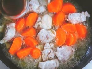 春にんじんと鶏肉の甘辛煮