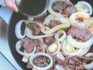 新たまねぎと牛肉のソース炒め