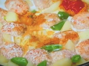 チキンボールとポテトのカレークリーム煮
