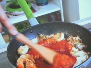 もこみち流 アワビとエビとケールのトマトクリームパスタ