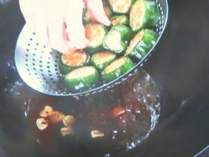 肉詰めピーマンの煮込み