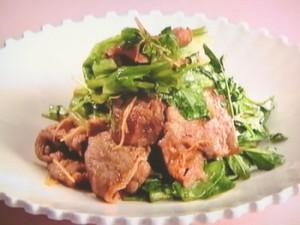 牛肉とレタスの炒めもの