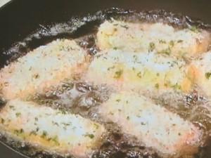 ズッキーニとチーズの肉巻きフライ