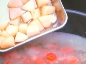 桃!こんにゃく!肉だんごと夏野菜の煮込み
