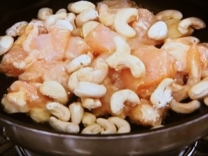 鶏肉とカシューナッツの素揚げ