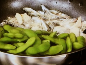 枝豆と煮干しの黒こしょう炒め