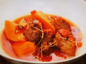もこみち流 牛バラ肉とにんじんのトマトのスープ
