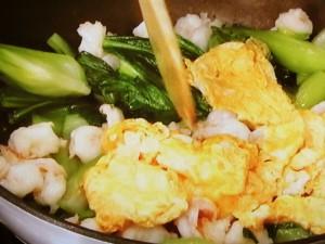 えび、チンゲンサイ、卵の炒めもの