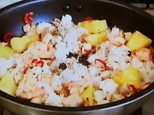 もこみち流 パイナップルとエビと鶏肉の炒飯