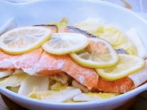 塩鮭と白菜のレモン蒸し