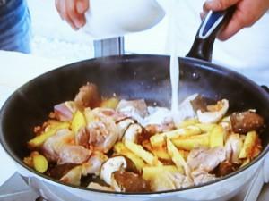 ジモメシ 唐芋としいたけ、地鶏のフリカッセ