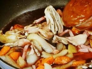 たっぷり野菜の煮込みパンバーグ